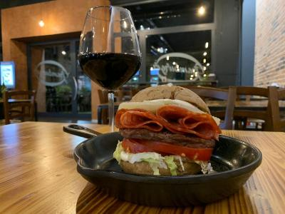 "Lanciano, ""Wineburger in Love"", quando l'hamburger incontra il vino"